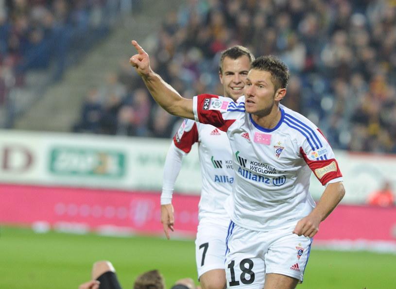 Piłkarze Górnika umocnili się na drugiej pozycji w tabeli Ekstraklasy /Marcin Bielecki /PAP