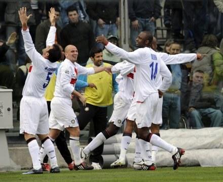 Piłkarze Interu celebrują zwycięstwo w Bergamo /AFP