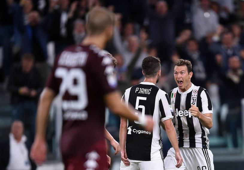 Piłkarze Juventusu świętują strzelenie gola w derbach Turynu /AFP