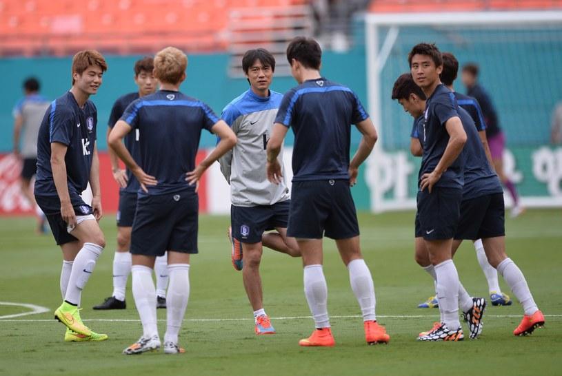 Piłkarze Korei Południowej podczas treningu /AFP