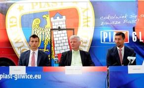 Piłkarze Piasta mogą pochwalić się efektownym autokarem. Fot www.piast-gliwice.eu