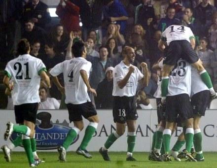 Piłkarze Racingu celebrują gola Munitisa i zwycięstwo nad Valencią /AFP