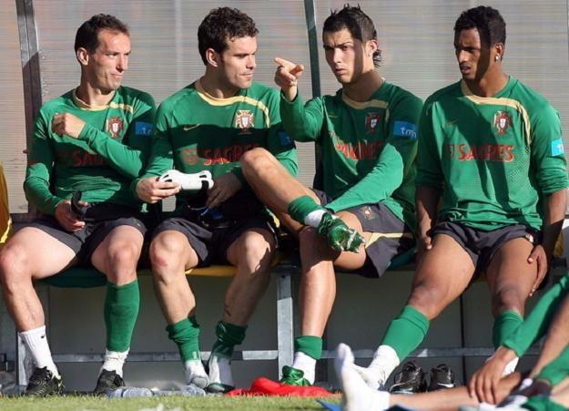 Piłkarze reprezentacji Portugalii liczą na dobrą formę Cristiano Ronaldo (drugi z prawej) /AFP