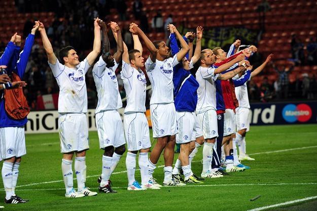 Piłkarze Schalke fetuja zwycięstwo w Mediolanie. /AFP