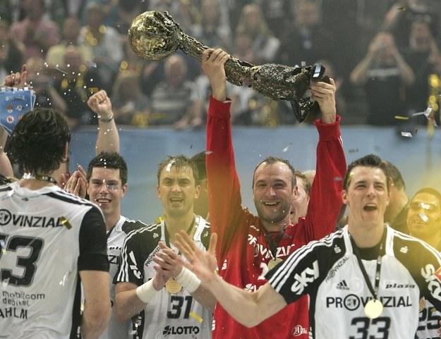 Piłkarze THW Kiel po zwycięstwie w finale Ligi Mistrzów z Barceloną /AFP