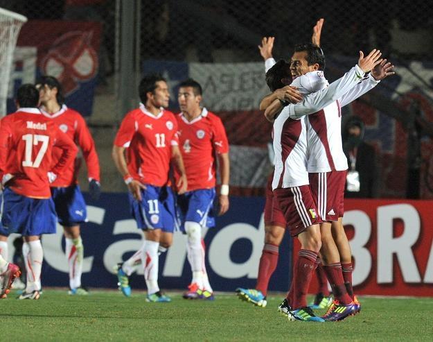 Piłkarze Wenezueli cieszą się z awansu do półfinału Copa America. Na zdjęciu Arango (P) i Orozco /AFP