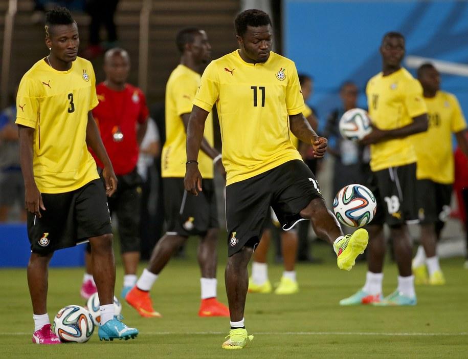 Piłkarze z Ghany na treningu przed meczem. Na pierwszym planie Asamoah Gyan i Sulley Muntari /Kamil Krzaczyński /PAP/EPA