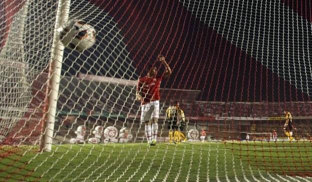 """Piłkarze Zimbabwe strzelili sobie """"samobója"""" /AFP"""