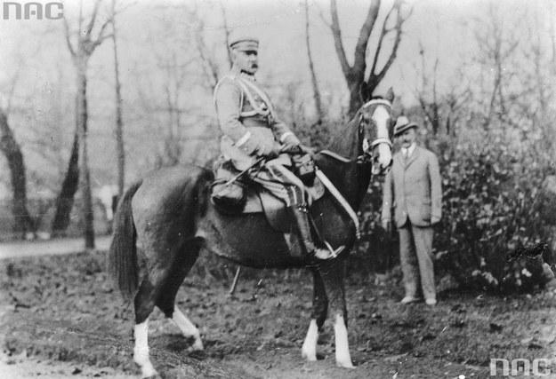 Piłsudski na Kasztance /Ze zbiorów Narodowego Archiwum Cyfrowego