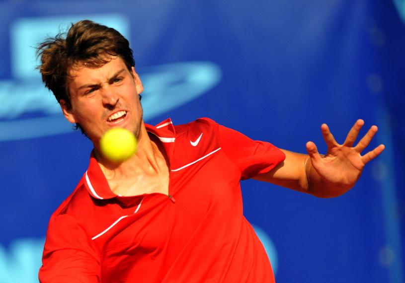 Piotr Gadomski podczas meczu tenisowego challengera ATP Pekao Open z Hiszpanem Danielem Munoz de la Nava /Marcin Bielecki /PAP