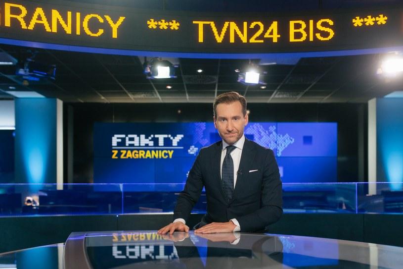 """Piotr Kraśko w roli prowadzącego """"Fakty z zagranicy"""" /TVN24BiS   /Twitter"""