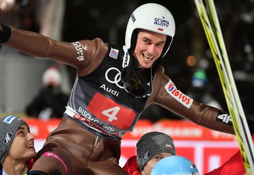 Piotr Żyła świętuje drugie miejsce w Turnieju Czterech Skoczni /AFP
