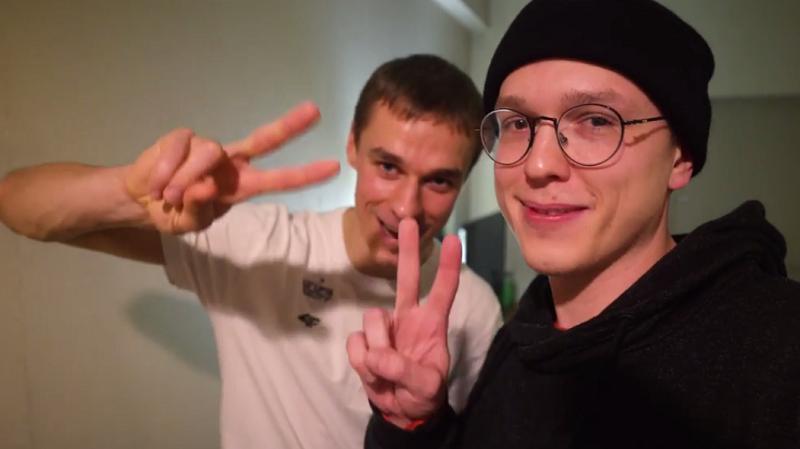Piotrek jak zawsze w świetnym humorze! /Krzysztof Gonciarz /YouTube
