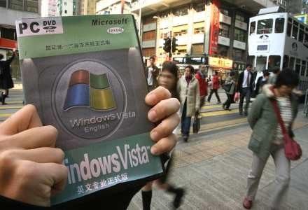 Pirackie egzemplarze Visty trafiły także do Chin /AFP