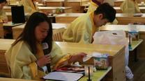 Piszą listy pożegnalne do bliskich i wchodzą do trumny. Próbny pogrzeb uczy Koreańczyków szacunku do życia i zwiększa wydajność pracy