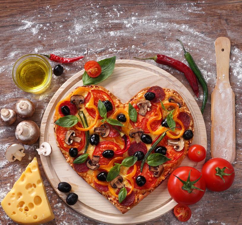 Pizza w kształcie serca /123RF/PICSEL