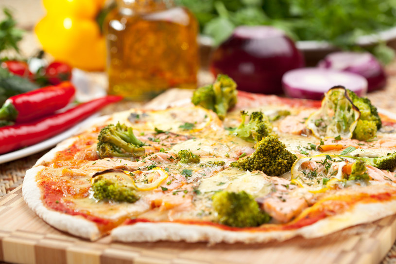 Pizza z brokułami /©123RF/PICSEL