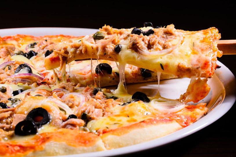 Pizza z tuńczykiem /123RF/PICSEL