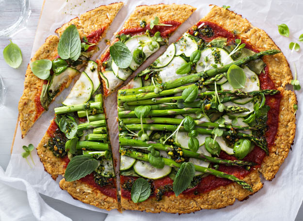 Pizza ze szparagami /Picsel /©123RF/PICSEL