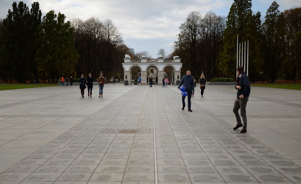 Plac Piłsudskiego terenem zamkniętym. Bez zgody szefa MSWiA nic nie można tam zrobić