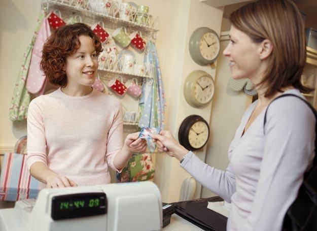 Płacąc kartą kredytową możemy stracić kontrolę nad wydatkami