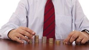 Płace w administracji zamrożone, bo są wysokie
