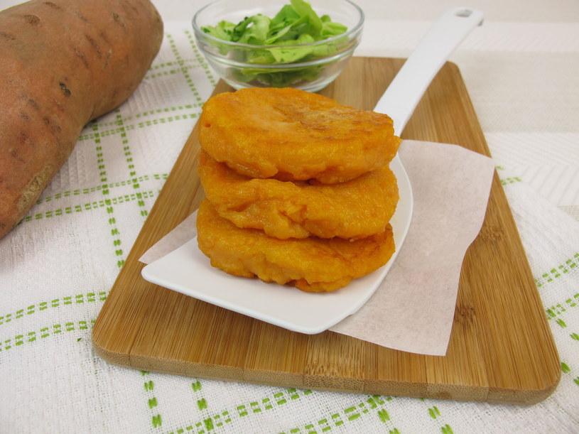 Placki ze słodkich ziemniaków /©123RF/PICSEL