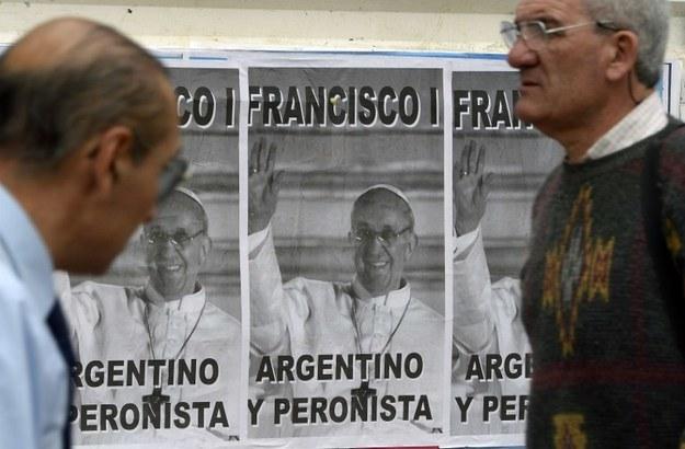 Plakaty wiszące w Buenos Aires /AFP