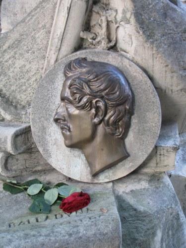 Płaskorzeźba Juliusza Słowackiego w brązie na jego grobie w Paryżu /Marek Gładysz /RMF FM