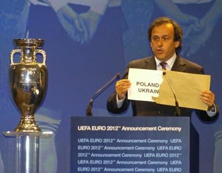 Platini nie wyklucza, że Euro 2012 odbędzie się w Polsce i w Niemczech /AFP