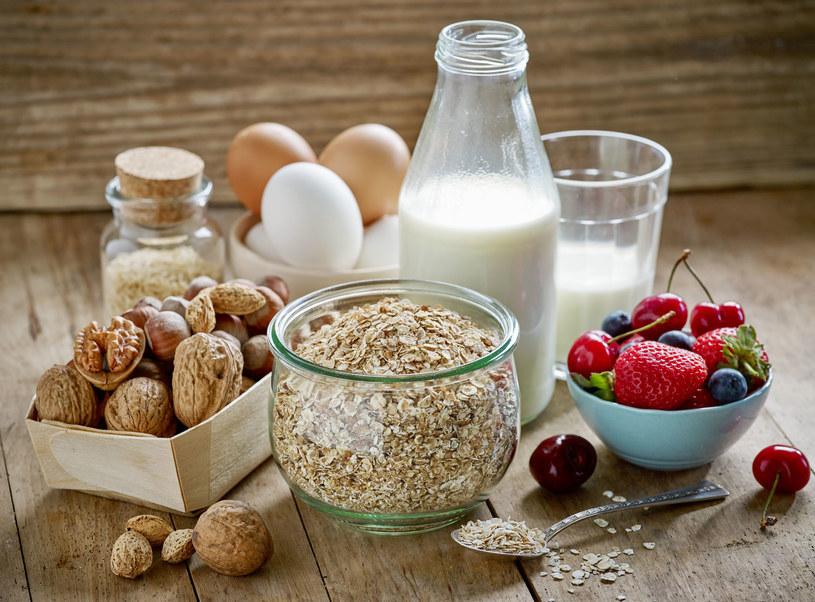 Płatki owsiane to jedna z najzdrowszych propozycji śniadaniowych /©123RF/PICSEL