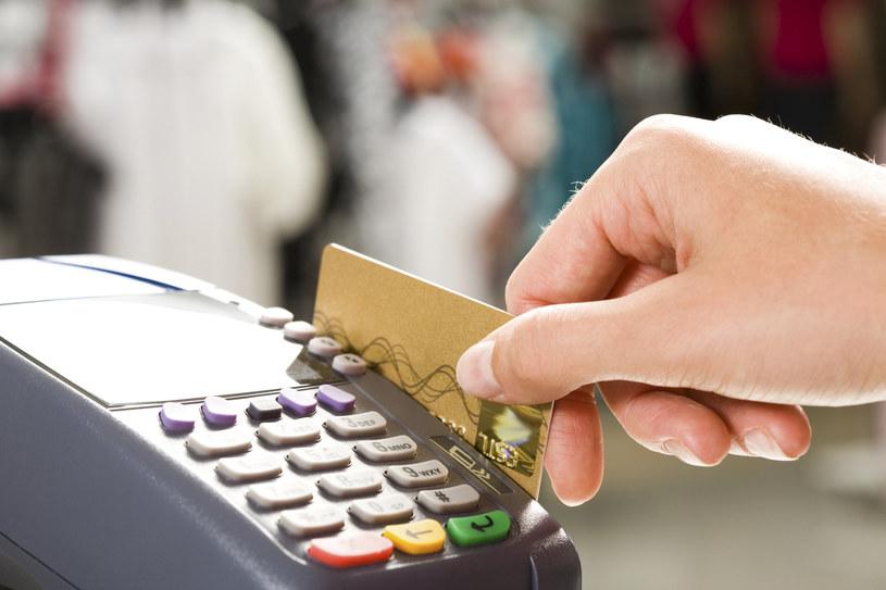 Płatność zagranicą, czyli pamiętaj o przewalutowaniu /© Glowimages