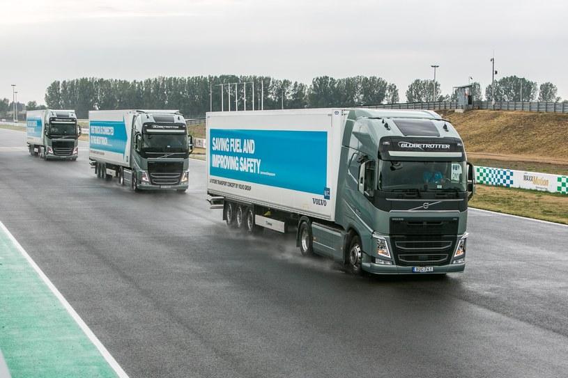 Platooning Volvo - testy na torze /