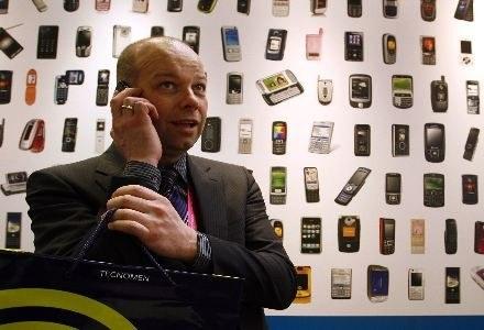 Play oferuje najtańsze połączenia i SMS-y - wynika z raportu UKE /AFP