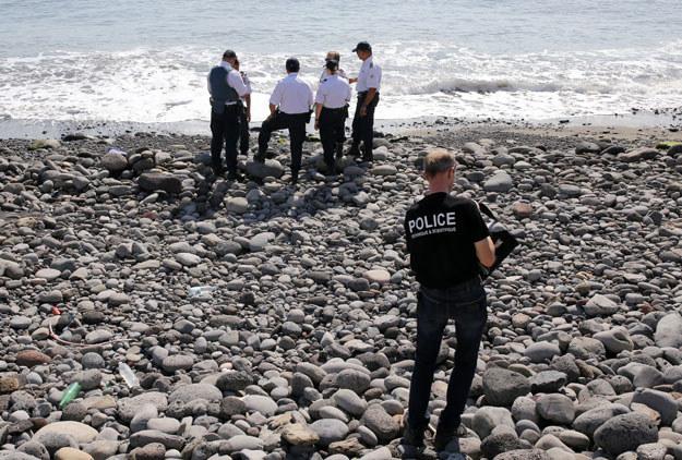 Plaża na wyspie Reunion: Poszukiwania szczątków samolotu /AFP