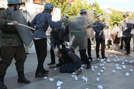 Płock: Inscenizacja na rocznicę Czerwca'76