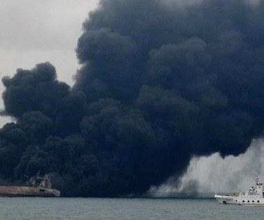 Płonący od prawie tygodnia tankowiec podryfował do strefy ekonomicznej Japonii