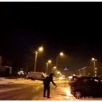 Płonący samochód, w środku kierowca. Zobacz nagranie z kamery na policyjnym mundurze