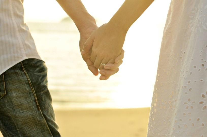 Po 7 latach małżeństwa dowiedzieli się, że są rodzeństwem /123RF/PICSEL
