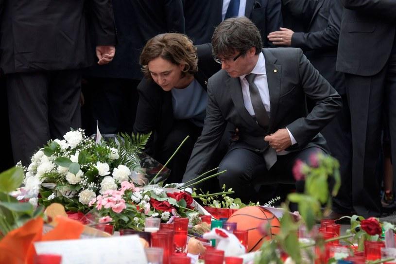 Po ataku w Barcelonie władze składają hołd ofiarom /JAVIER SORIANO /AFP