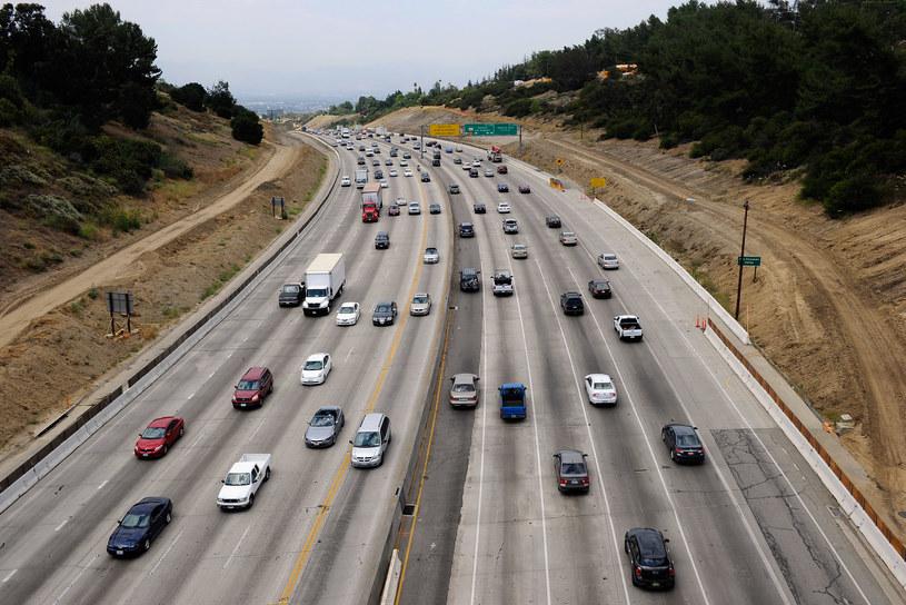 Po drogach USA można jeździć coraz szybciej /Getty Images
