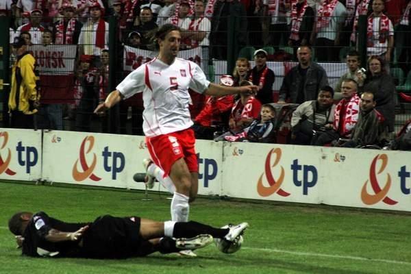 Po faulu na Kamilu Kosowski sędzia podyktował rzut karny, który na bramkę zamienił Maciej Żurawski /INTERIA.PL