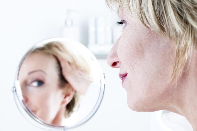 Po każdym zabiegu naruszającym ciągłość skóry dowiedz się, jak dbać o ranę i kiedy zacząć pielęgnację mającą zapobiec powstaniu blizny. Dermatolog wybierze formę terapii. /123RF/PICSEL