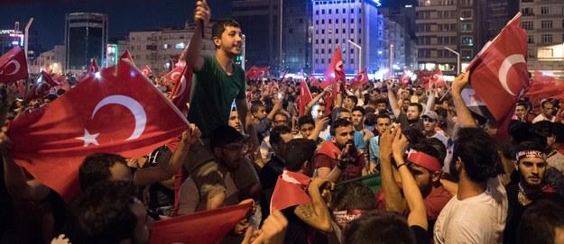 Po nieudanym zamachu uciekli z Turcji do Grecji. Wniosek o azyl będzie rozpatrzony jak najszybciej
