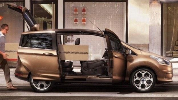 Po otwarciu bocznych drzwi, powstaje wejście o szerokości 1,5 m. Samo wnętrze jest wyjątkowo przestronne. /Ford