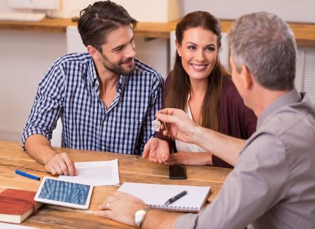 Po podpisaniu ostatecznej umowy kupna-sprzedaży można odebrać klucze /123RF/PICSEL