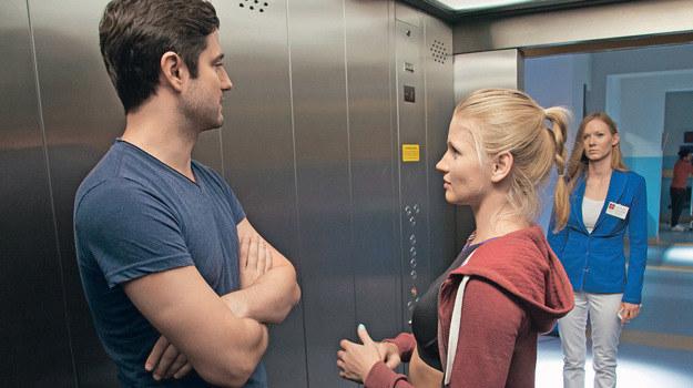 Po przekroczeniu drzwi szpitala Adam i Aneta natkną się na Wiki /Świat Seriali