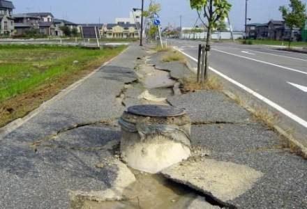 Po trzęsieniu ziemi w Chuetsu (Japonia) /kopalniawiedzy.pl