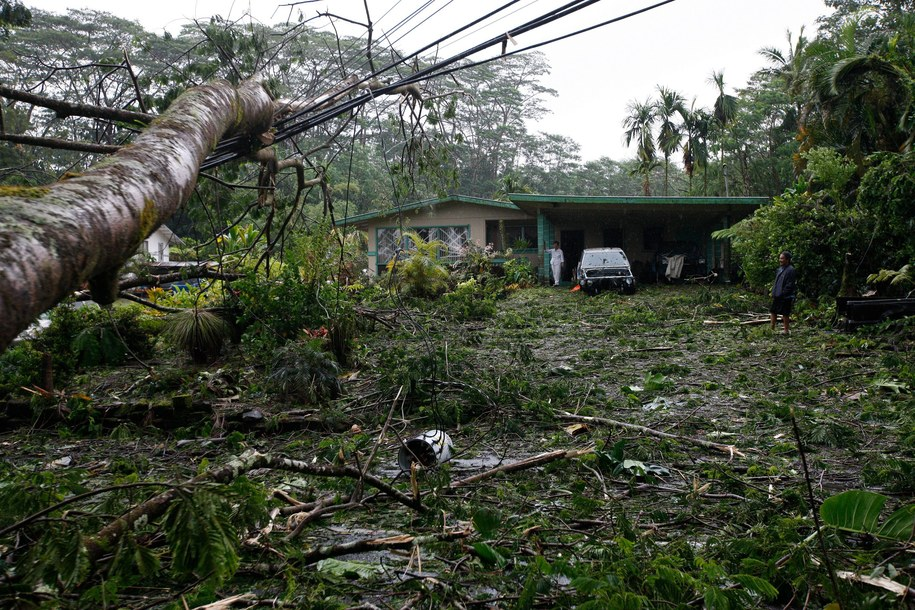 Po uderzeniu Iselle mieszkańcy Hawajów przygotowują się już na nadejście kolejnego huraganu, Julia /Bruce Omori /PAP/EPA