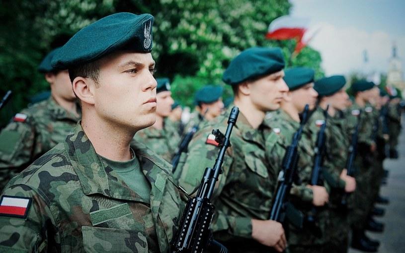 Po ukończeniu szkolenia żołnierze WOT składają przysięgę /DWOT /INTERIA.PL/materiały prasowe